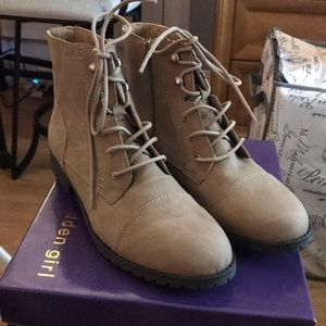 Maddengirl Rangerr ankle boots Beige size 9 1/2
